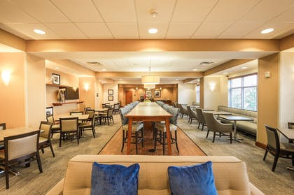 Breakfast Area | Hampton Inn Presque Isle Maine