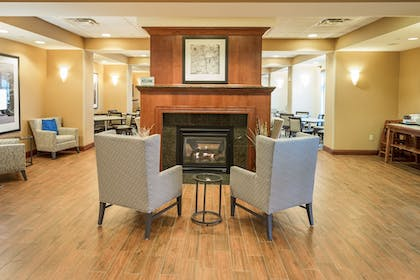 Lobby Sitting Area | Hampton Inn Presque Isle Maine