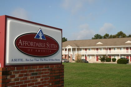 Hotel Front | Affordable Suites