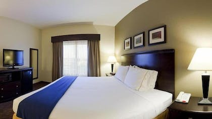 Guestroom | Holiday Inn Express and Suites Moultrie