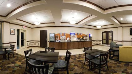 Breakfast Area | Holiday Inn Express and Suites Moultrie