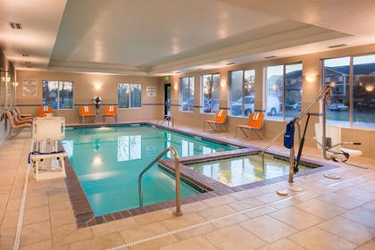 Pool | Holiday Inn Express Hotel & Suites Pittsburg