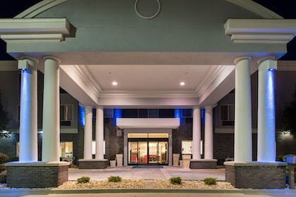 Hotel Entrance | Holiday Inn Express Hotel & Suites Pittsburg