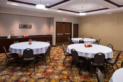 Meeting Facility | Holiday Inn Express Hotel & Suites Pittsburg