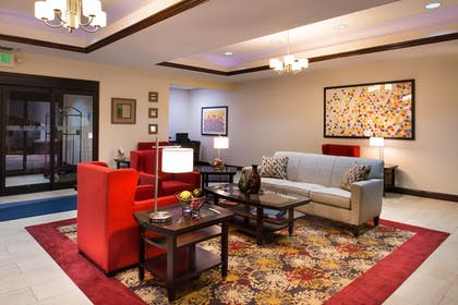 Lobby | Holiday Inn Express Hotel & Suites Pittsburg