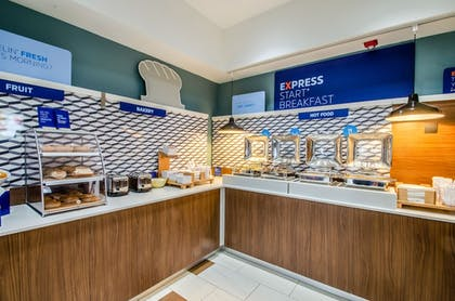 Breakfast buffet | Holiday Inn Express & Suites Olathe South