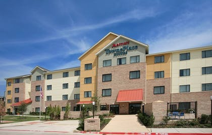 Hotel Front | TownePlace Suites by Marriott Dallas Lewisville