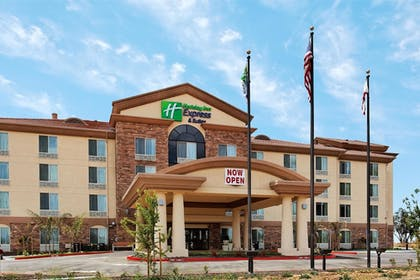 Hotel Front | Holiday Inn Express Hotel & Suites FRESNO NORTHWEST-HERNDON