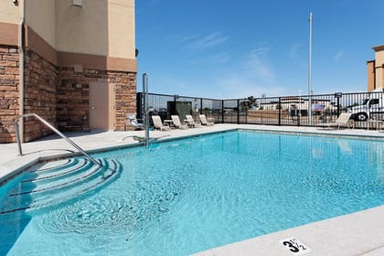 Outdoor Pool | Holiday Inn Express Hotel & Suites FRESNO NORTHWEST-HERNDON
