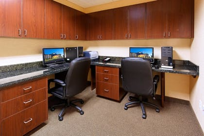 Business Center | Holiday Inn Express Hotel & Suites FRESNO NORTHWEST-HERNDON