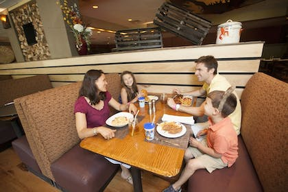 Family Dining   Great Wolf Lodge Concord