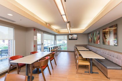 Restaurant | TownePlace Suites by Marriott Winchester