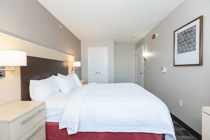 Guestroom | TownePlace Suites by Marriott Winchester