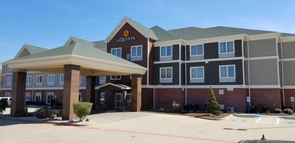 Hotel Front | La Quinta Inn & Suites by Wyndham Tyler South