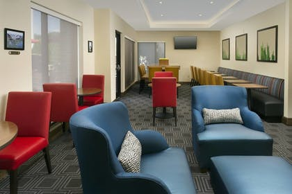 Lobby Sitting Area | TownePlace Suites Patuxent River Naval Air Station