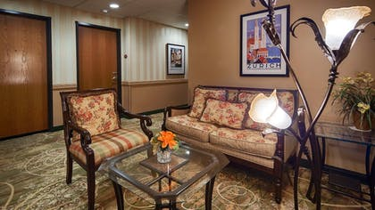 Lobby | Best Western Plus Swiss Chalet Hotel & Suites