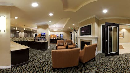 Breakfast Area | Holiday Inn Express & Suites Newberry