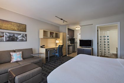 Guestroom   TownePlace Suites Fayetteville Cross Creek