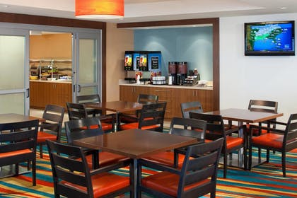 Breakfast Area | Residence Inn by Marriott Miami Airport
