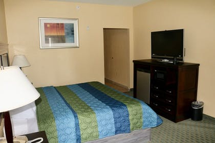 Guestroom | Ambassador Inn and Suites Tuscaloosa
