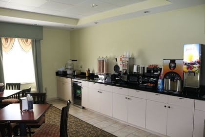 Breakfast Area | Ambassador Inn and Suites Tuscaloosa