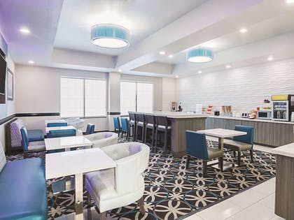 Dining | La Quinta Inn & Suites by Wyndham Ft. Worth - Forest Hill TX