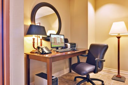 In-Room Business Center | Candlewood Suites FLOWOOD, MS