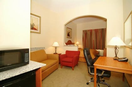 Living Area | Comfort Inn Farr West