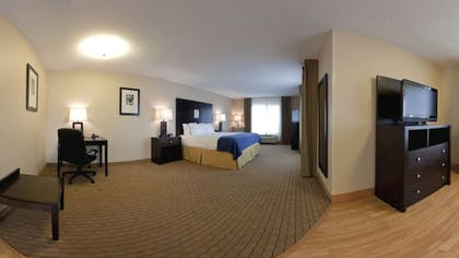 Living Area | Holiday Inn Express Hotel & Suites Albuquerque Airport