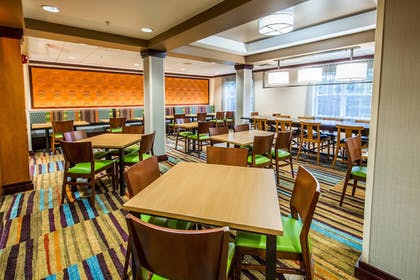 Restaurant | Fairfield Inn & Suites by Marriott Portsmouth Exeter