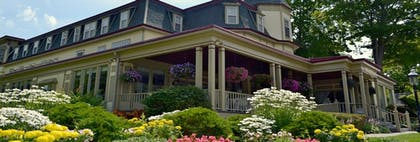 Property Grounds | Stafford's Bay View Inn