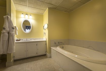 Jetted Tub | Stafford's Bay View Inn