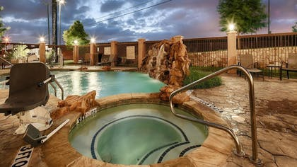 Outdoor Spa Tub | Best Western Plus DFW Airport West Euless