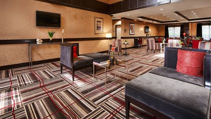 Lobby Sitting Area | Best Western Plus DFW Airport West Euless