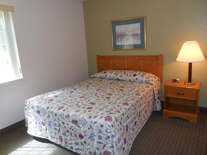 Guestroom | Affordable Suites Salisbury