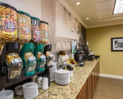 Breakfast Area | Hotel Med Park, an Ascend Hotel Collection Member
