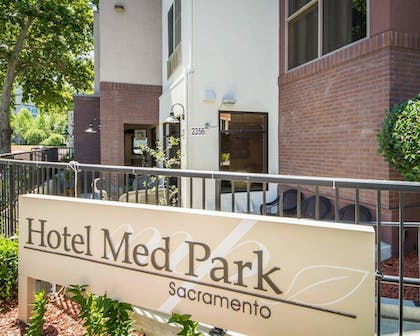 Hotel Front | Hotel Med Park, an Ascend Hotel Collection Member