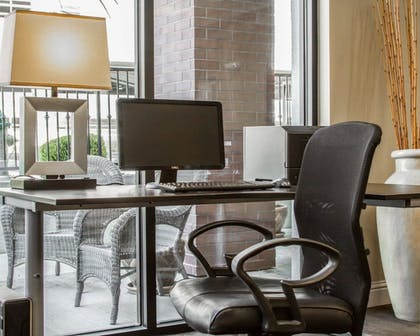 Business Center | Hotel Med Park, an Ascend Hotel Collection Member