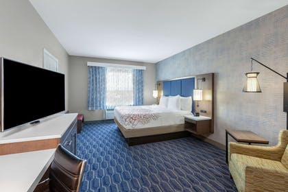 Room | La Quinta Inn & Suites by Wyndham Houston Channelview