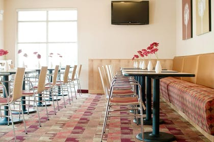 Restaurant | TownePlace Suites by Marriott Mooresville