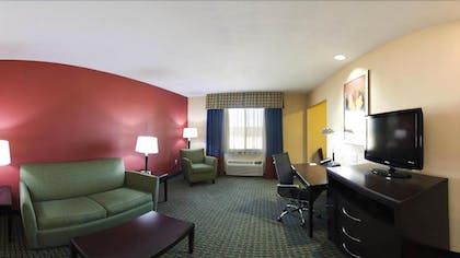 Living Room | Holiday Inn Express & Suites Lubbock West
