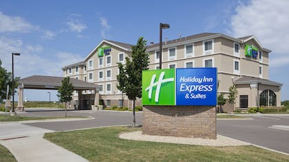 Featured Image | Holiday Inn Express Hotel & Suites Rogers