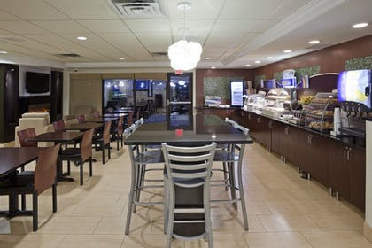 Restaurant | Holiday Inn Express Hotel & Suites Rogers
