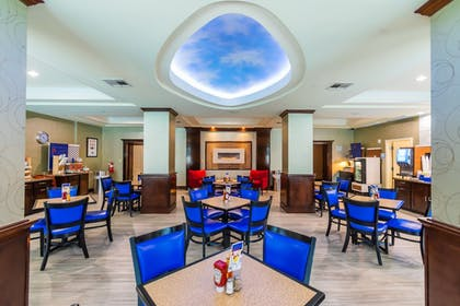 Breakfast Area | Holiday Inn Express Hotel & Suites - Houston Space Center