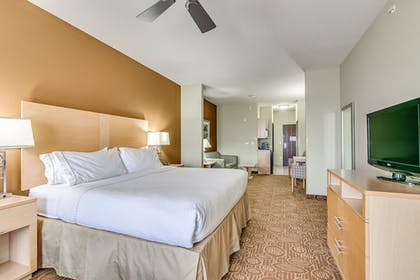 Guestroom | Holiday Inn Express Hotel Suites Lubbock Southwest-Wolfforth