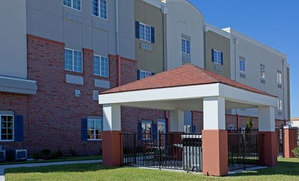 BBQ/Picnic Area | Candlewood Suites League City
