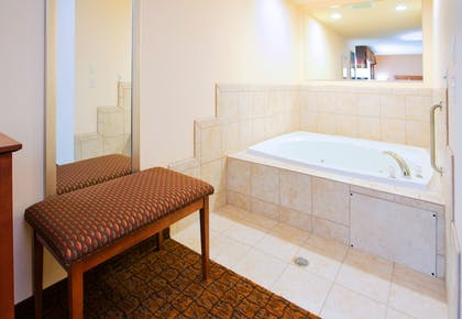 Guestroom   Holiday Inn Express Hotel & Suites Mount Airy