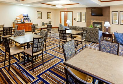 Restaurant | Holiday Inn Express Hotel & Suites Mount Airy