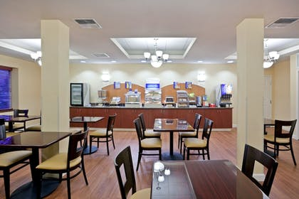 Restaurant | Holiday Inn Express & Suites Seattle North - Lynnwood