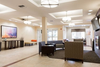 Lobby Sitting Area | Holiday Inn Express & Suites Seattle North - Lynnwood